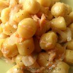Gnocchi salmone e cipolle