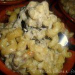 Tegamini di succhietti, salsicce e crema di carciofi