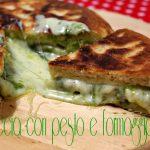 Focaccia pesto e formaggio, cotta in padella!