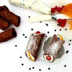 Cannoli siciliani con crema di ricotta di bufala e cialda palermitana