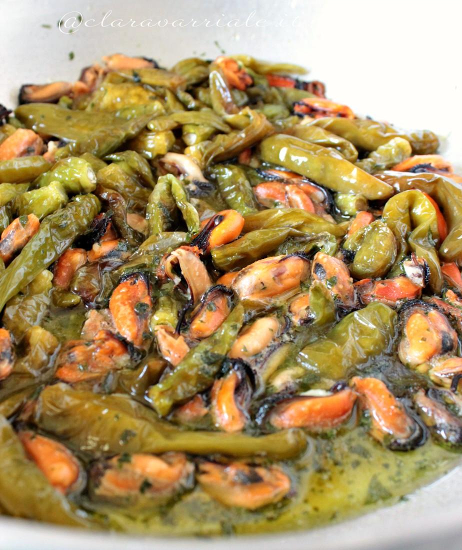 cozze e peperoncini verdi