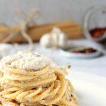 Spaghetti aglio e olio con crema di ricotta e acciughe
